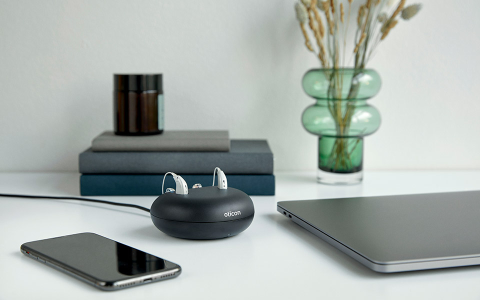 hearing aids oticon more, Charger