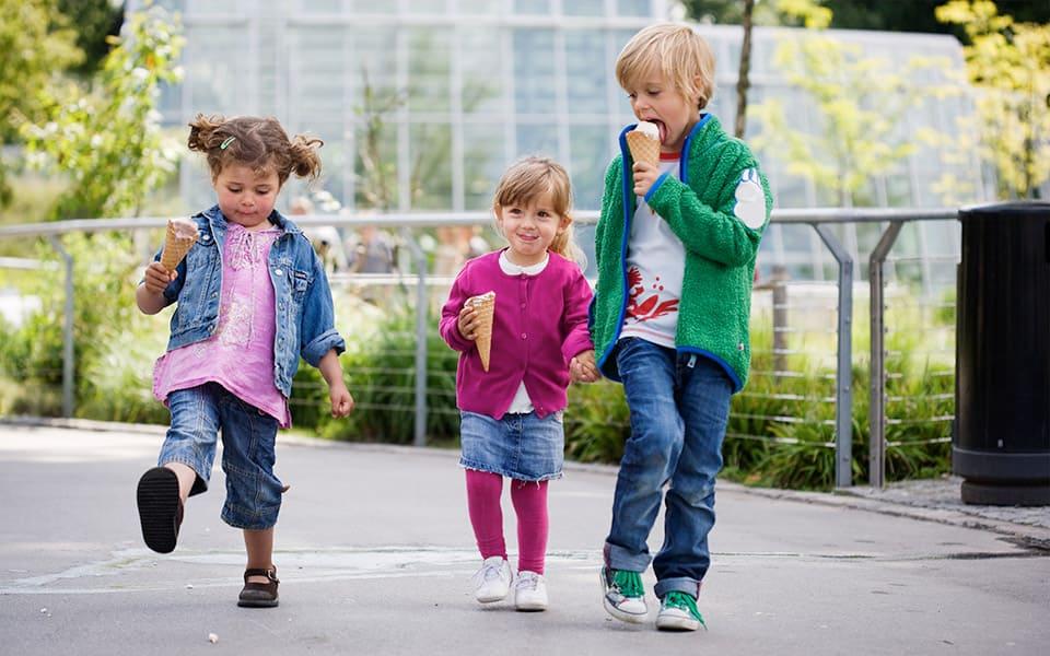 children walking with ice cream